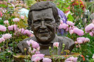 bust of Geoff Hamilton